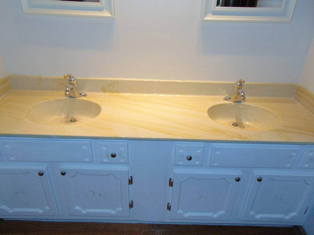 before-vanity-top-refinishing