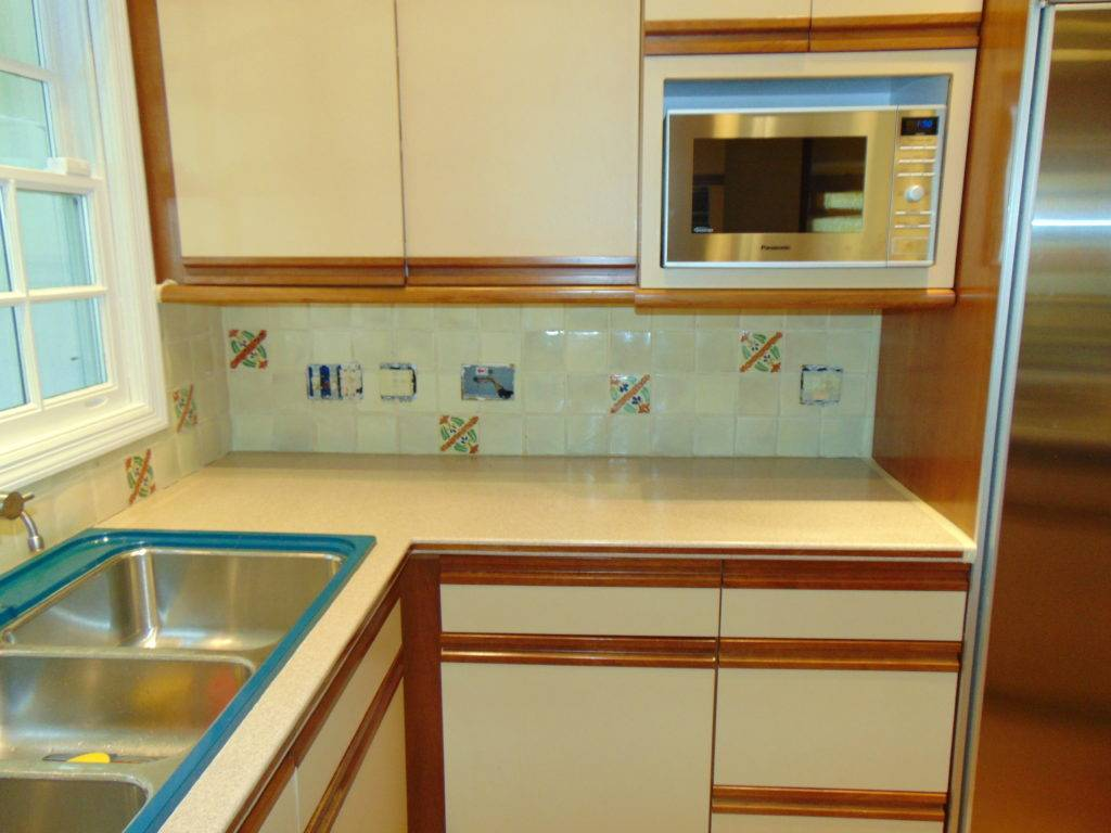 tile-backsplash-refinishing-before-tricities-tn