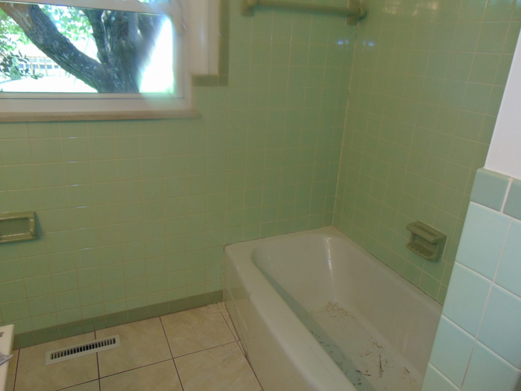 before-full-bathroom-refinishing-tricities-tn