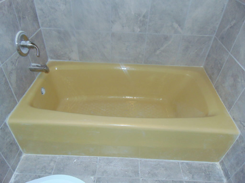 before-yellow-tub-bathtub-refinishing