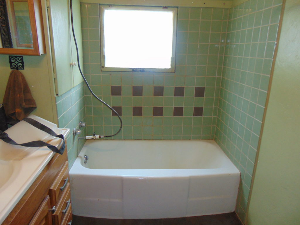 before-bathtub-refinishing-mendota-virginia