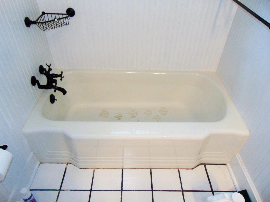 before-bathtub-refinishing-in-abingdon-va