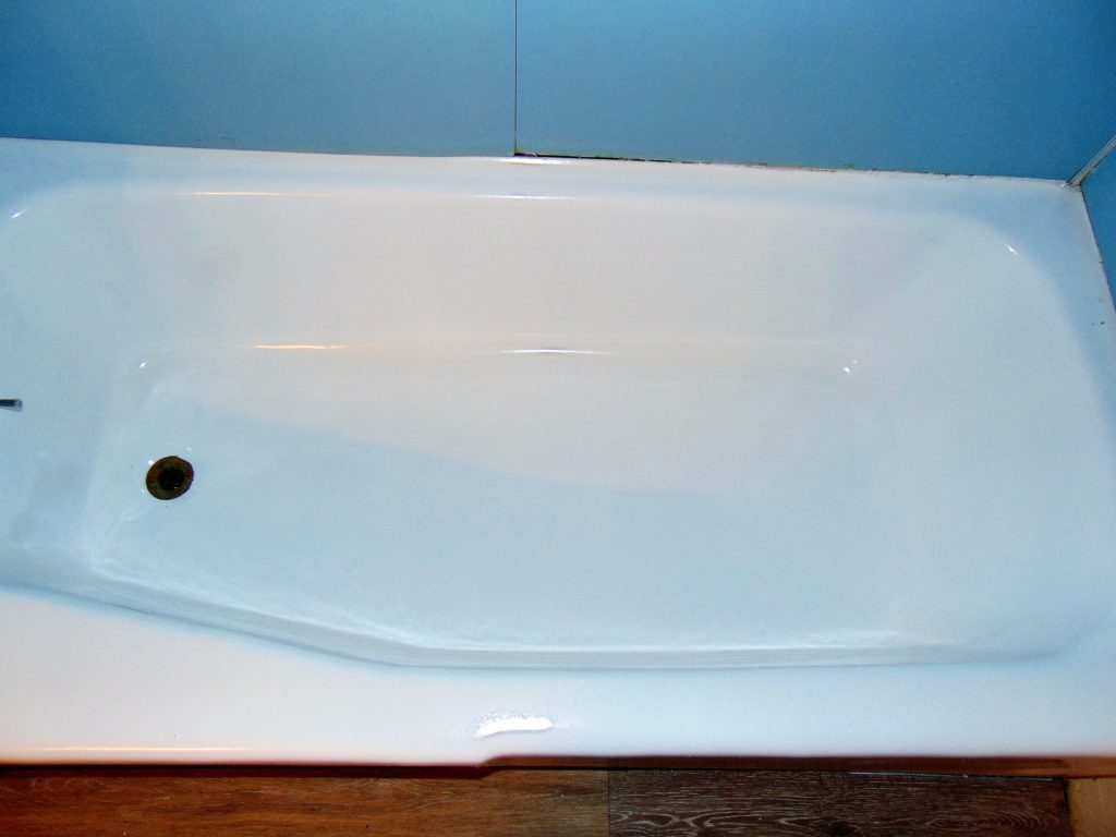 slip-resistant-tub-bottom-after-bathtub-refinishing-bristol-va