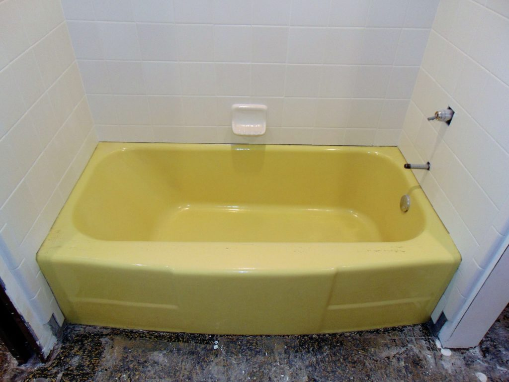 before-bathtub-refinishing-lebanon-va
