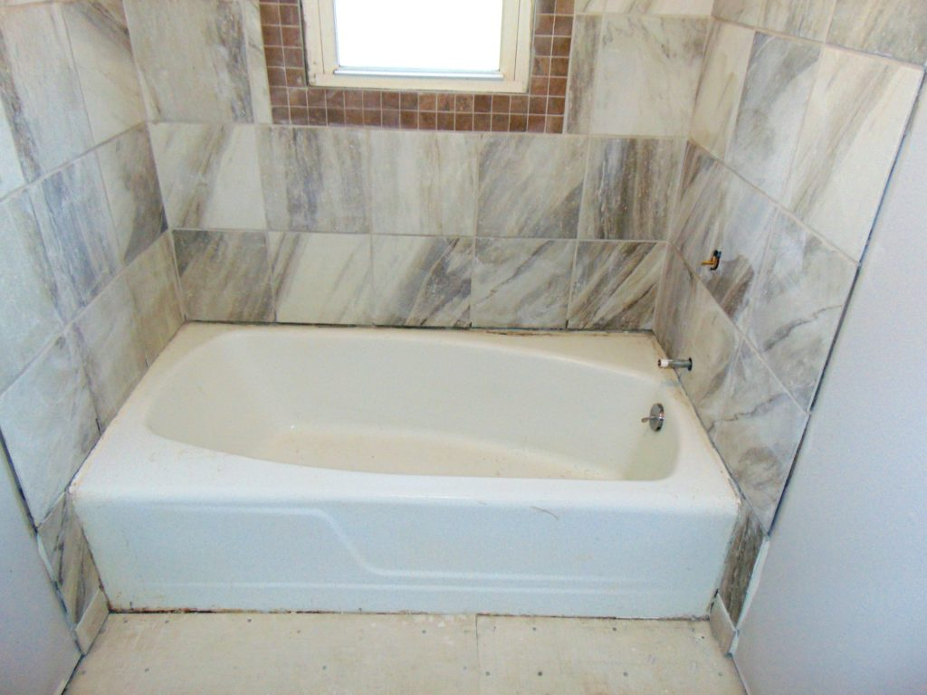before-strip-and-bathtub-refinishing-johnson-city-tn