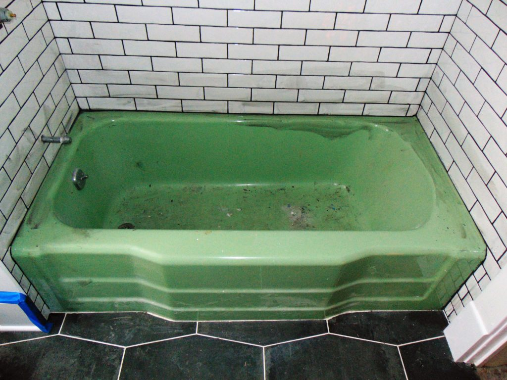 green-tub-before-bathtub-refinishing-johnson-city-tn