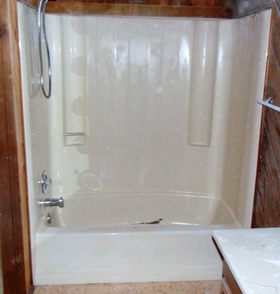 before-bathtub-refinishing-franklin-drive-blountville-tn