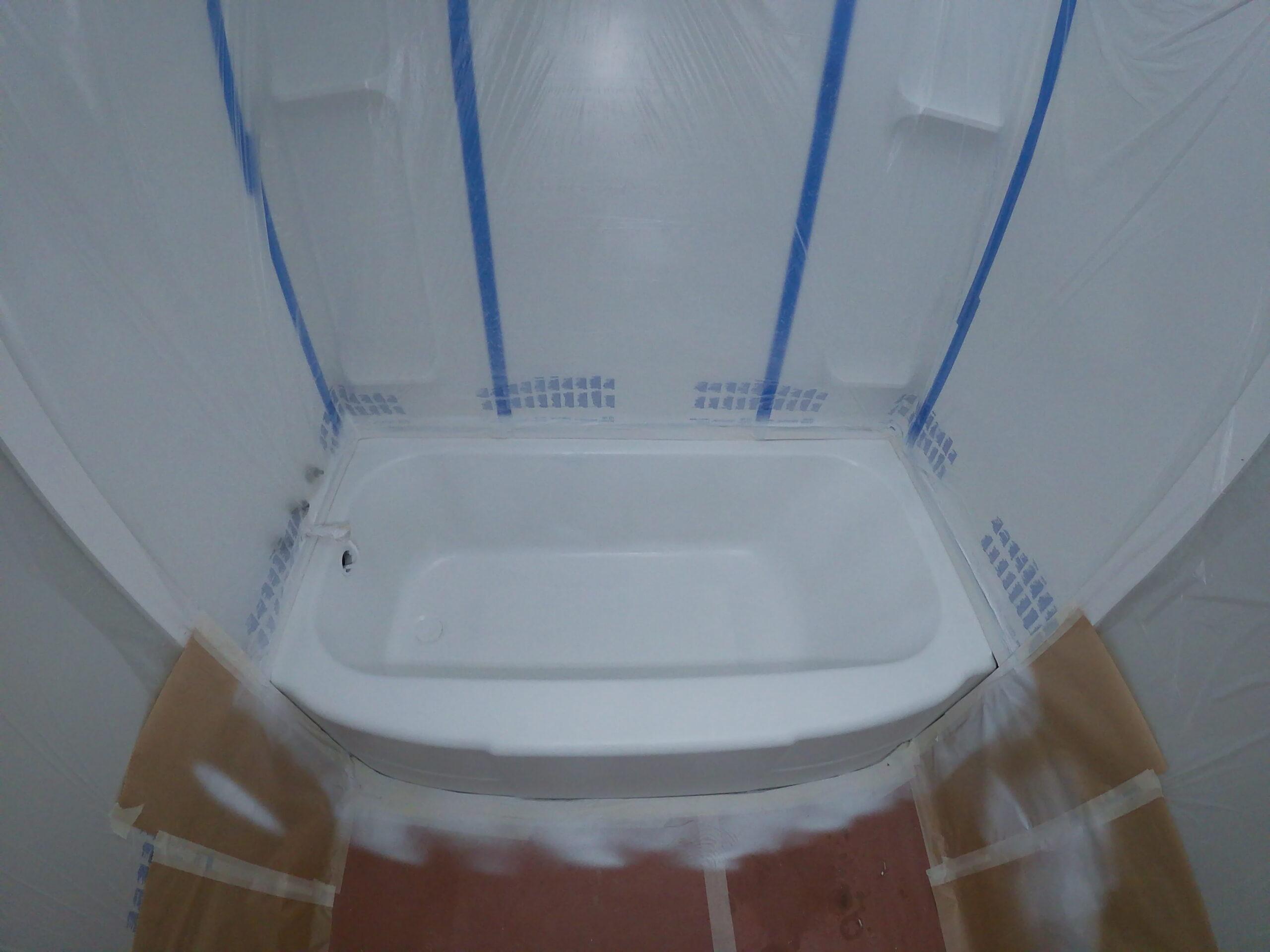 bathtub-refinishing-polyester-bonding-primer-application