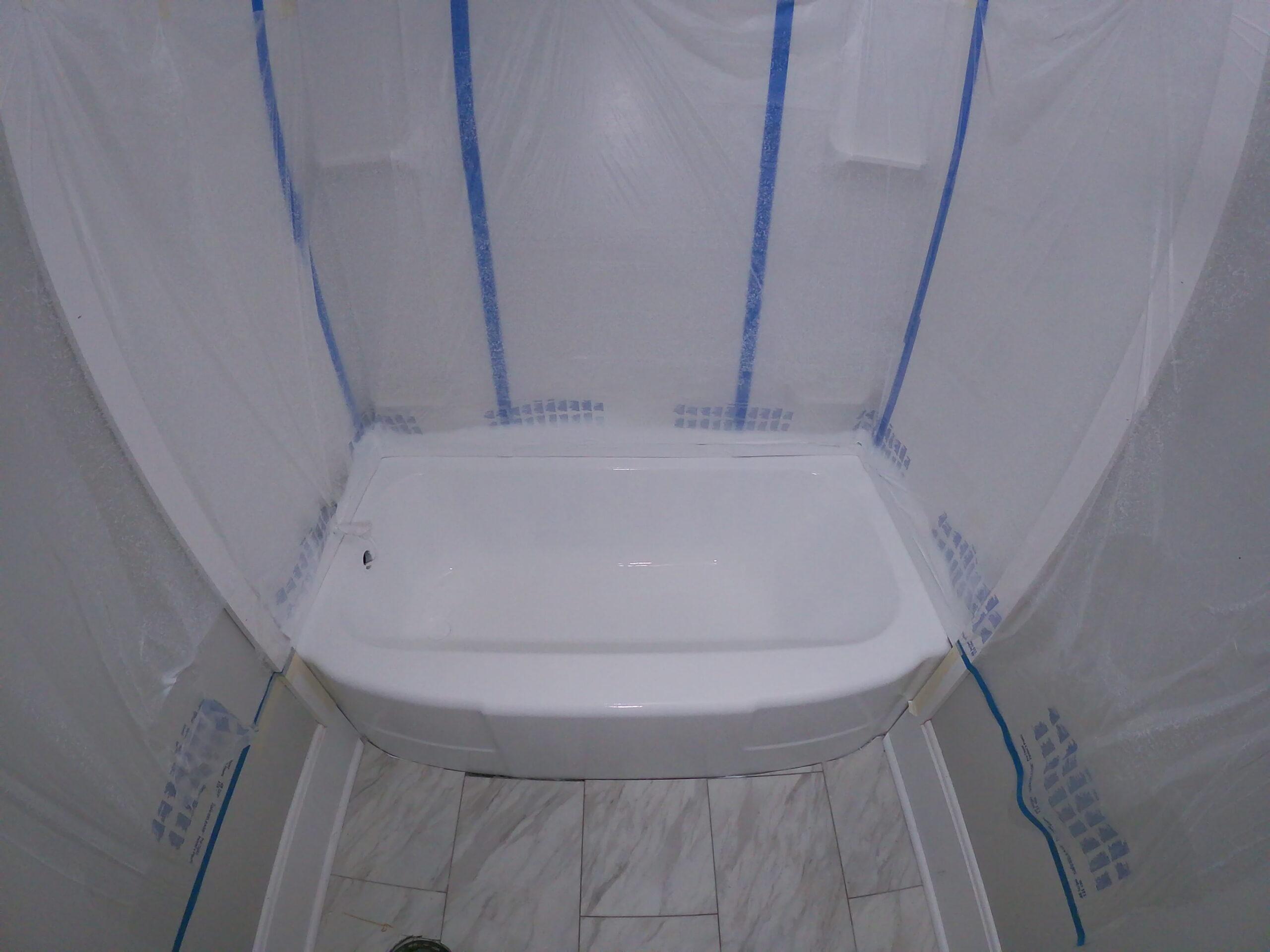 bathtub-refinishing-polyester-top-coat-application