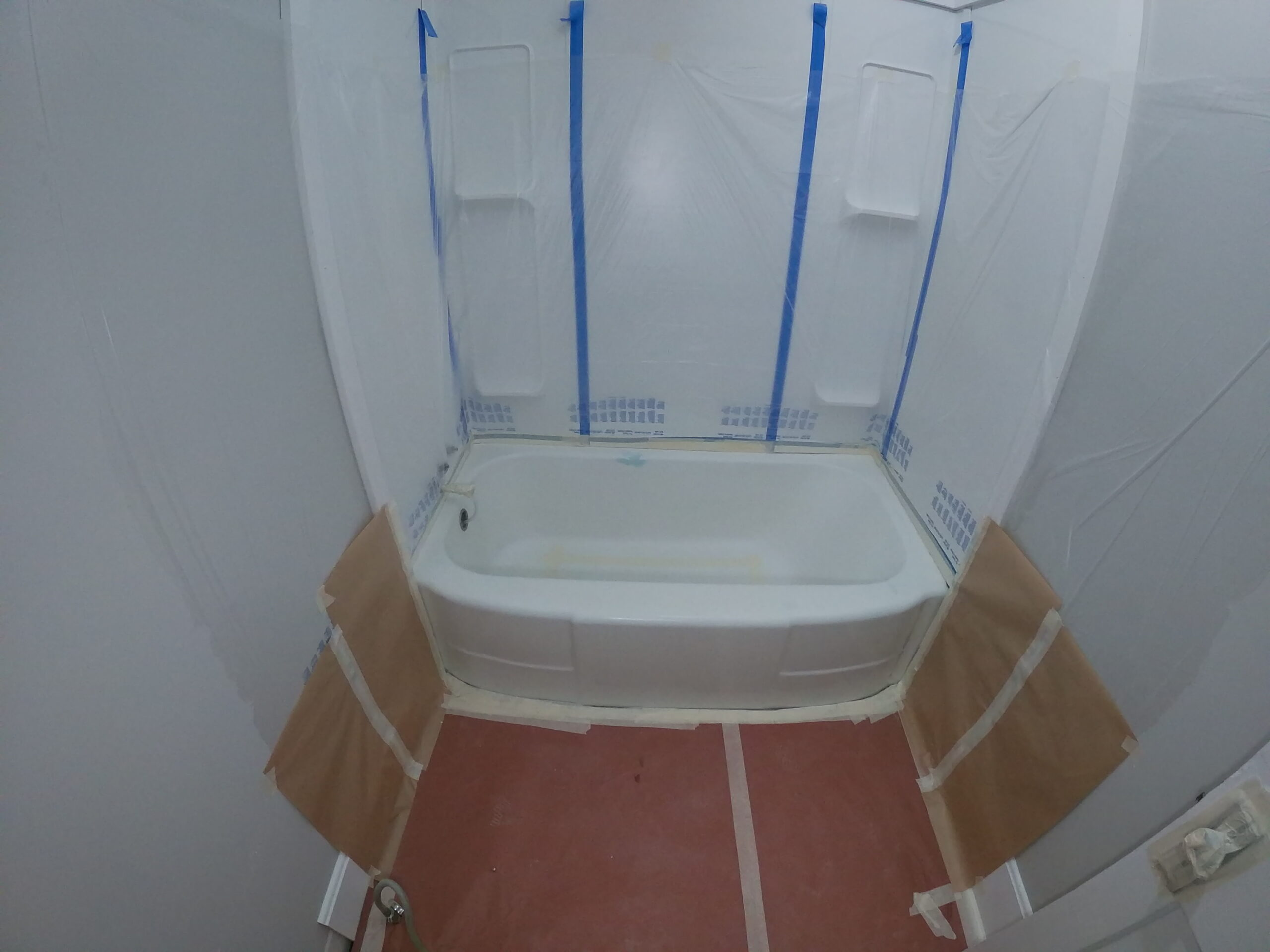bathtub-refinishing-preparation-masking
